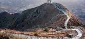 آرامگاه تاریخی خالد نبی(ع) بربلندای تپه ماهورهای کلاله